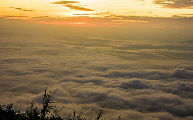 Mây hòa với ánh hoàng hôn