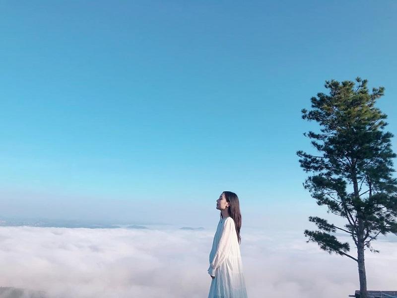 mây trắng tung bay khắp núi